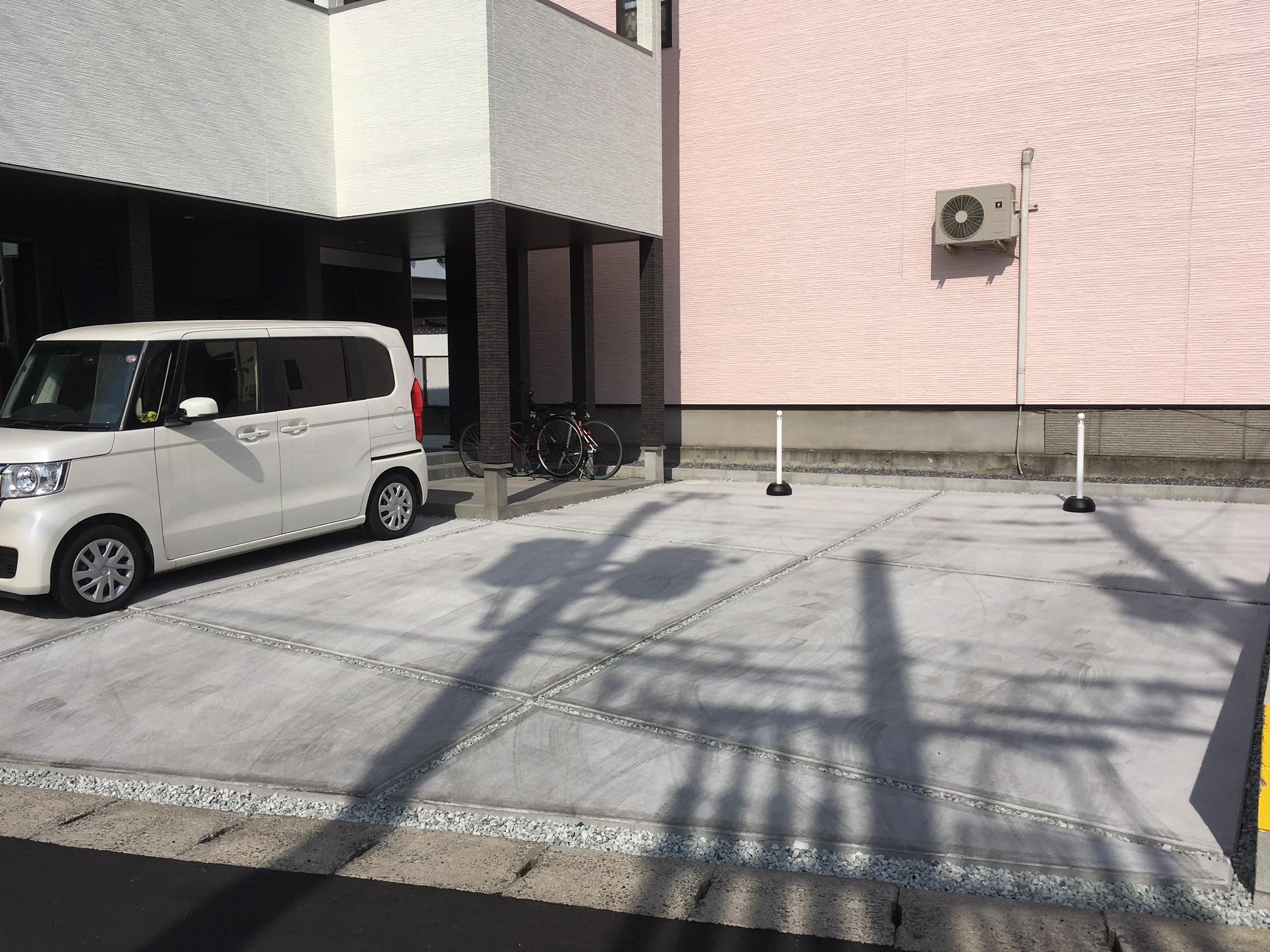 岡山市南区の美容室ラティールの駐車場